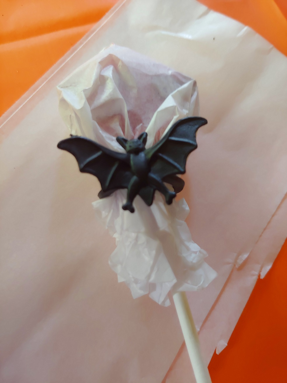 Simple and Spooky Lollipop Table Decoration for Halloween