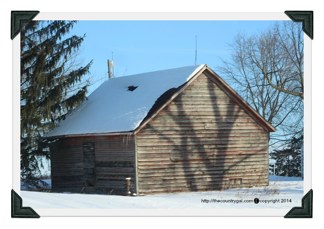 lonley barn in winter